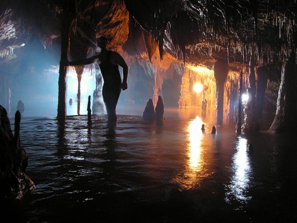 Ce ascunde cea mai frumoasă peşteră din România. Galeria Vălurilor de Cristal, locul de poveste prea puţin cunoscut de turişti. Foto